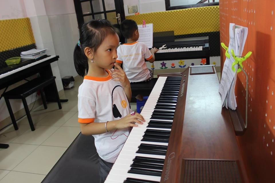 LỚP GUITAR ĐỆM HÁT CƠ BẢN dạy guitar quận 12 lớp học đàn quận 12 dạy guitar đẹm hát quận 12 lớp học nhạc uy tín tại tp hcm lớp nhạc họa giáng sol