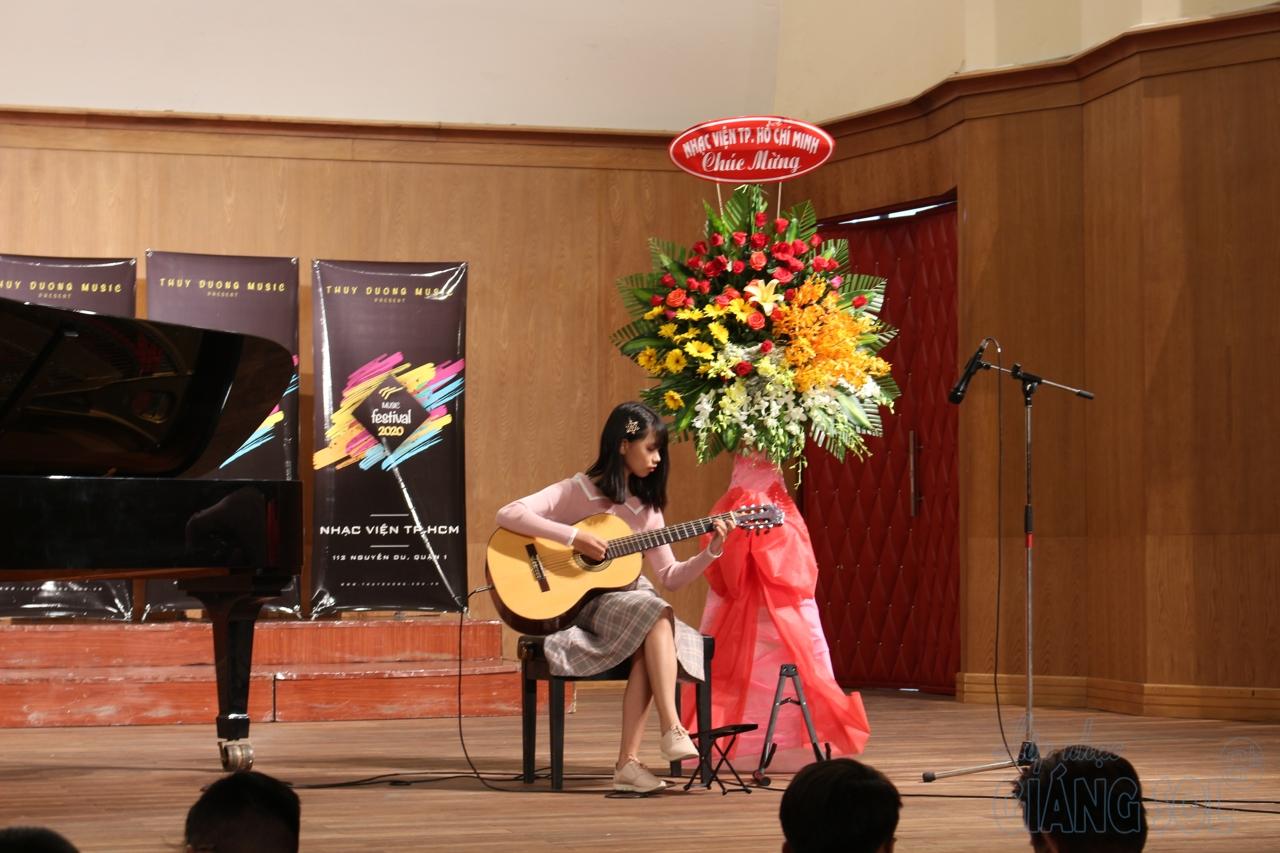 lớp dạy đàn guitar tại quận 12, trung tâm âm nhạc giáng sol