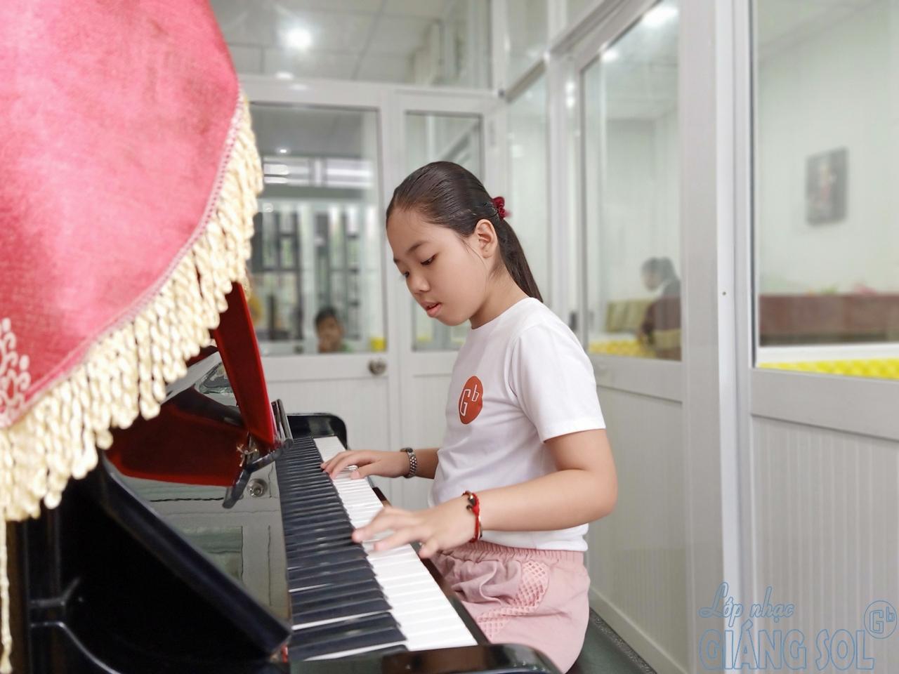lớp dạy đàn piano quận 12, trung tâm âm nhạc giáng sol